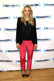 Kristen Bell topped off her menswear-inspired ensemble with classic black stilettos.