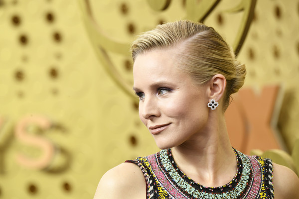 Kristen Bell Classic Bun [hair,face,hairstyle,beauty,blond,lady,eyebrow,skin,fashion,eye,arrivals,kristen bell,emmy awards,microsoft theater,los angeles,california]