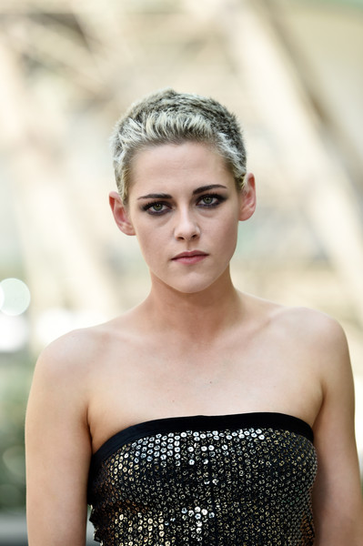 Kristen Stewart Buzzcut [photo,haute couture fall,chanel haute couture fall,hair,face,headpiece,hairstyle,beauty,clothing,hair accessory,eyebrow,lip,skin,kristen stewart,part,paris,chanel,paris fashion week,show,haute couture paris fashion week]