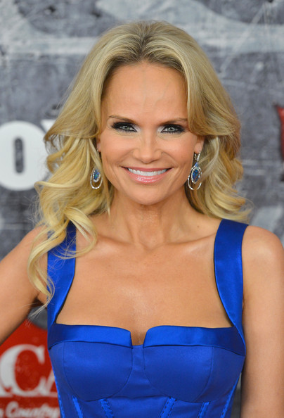 Kristin Chenoweth Lipgloss [hair,blond,face,hairstyle,clothing,electric blue,beauty,long hair,lip,chin,arrivals,kristin chenoweth,american country awards,las vegas,nevada,mandalay bay events center]