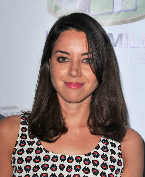 More Pics of Aubrey Plaza Medium Wavy Cut (1 of 2) - Shoulder Length Hairstyles Lookbook - StyleBistro