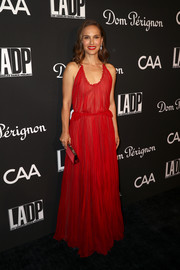 Natalie Portman matched her dress with a red satin clutch.