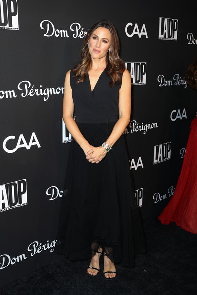 Jennifer Garner complemented her dress with barely-there heels by Giuseppe Zanotti.