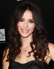 Abigail Spencer attended a benefit for Homeless Youth Services wearing her locks in long curls.