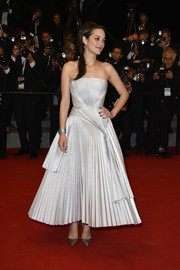 Marion Cotillard wowed the crowd in a pleated gray Dior gown at the 67th Annual Cannes Film Festival premiere of 'L'Homme Qu'On Aimait Trop.'
