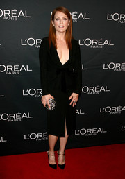 Julianne Moore teamed her LBD with a gemstone-inlaid clutch for a bit of sparkle.