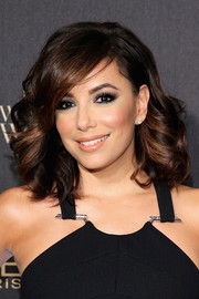 Eva Longoria achieved sexy eyes with a heavy application of sparkly gray makeup.