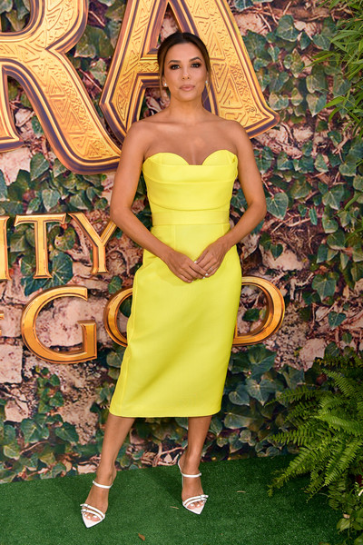 Eva Longoria brightened up the green carpet with this structured yellow bustier dress by Vitor Zerbinato at the LA premiere of 'Dora and the Lost City of Gold.'