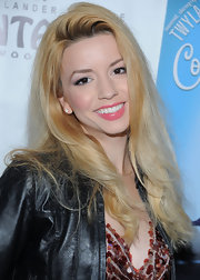 Masiela Lusha wore a bright, bugglegum pink shade of lipstick at the premiere of 'Come Fly Away.'