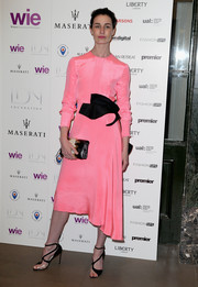 For her LDNY fashion show and WIE Award Gala look, Erin O'Connor chose a pink Roksanda dress with sculptural black detailing along the waistline.