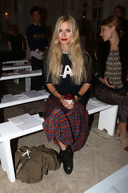 Laura Bailey topped off her grungy London Fashion Week look with trendy black leather ankle booties.