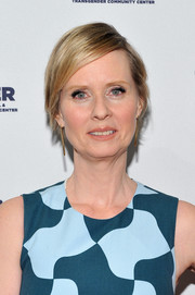 Cynthia Nixon wore her short hair in a mildly messy style with a deep side part during the LGBT Center of New York fundraising dinner.