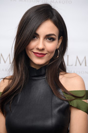 Victoria Justice looked lovely with her loose side-parted hairstyle at the LMDM grand opening party.
