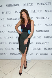 Cindy Crawford teamed her dress with a pair of dark brown pumps.