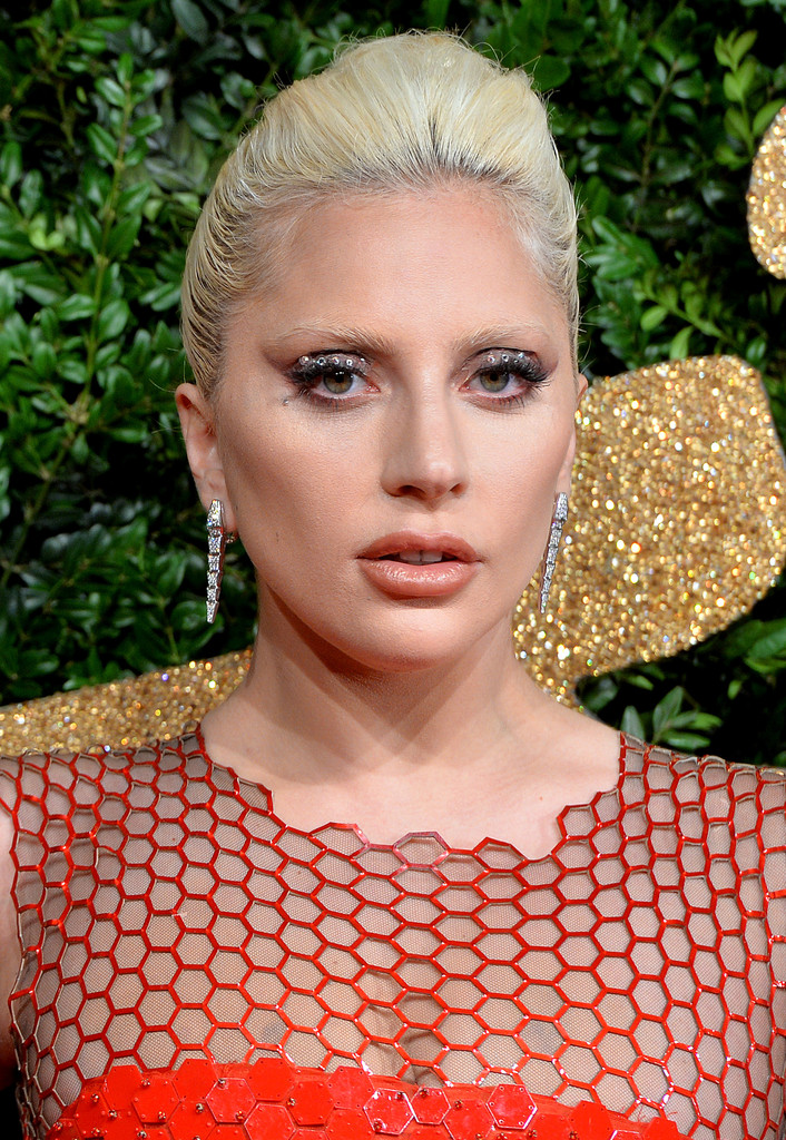 lady gaga french twist awards jewelry stylebistro british diamond england getty earrings dangling allegedly ronson teaming lg5 songs mark should