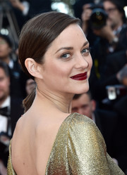 Marion Cotillard finished off her look with a bold red lip.