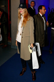 Beatrice Borromeo completed her outfit with a pair of brown boots.