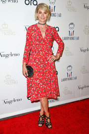 Jenna Elfman kept it conservative yet cute in a long-sleeve floral dress when she attended Larry King's 60th broadcasting anniversary.