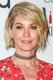 Jenna Elfman topped off her look with a textured bob when she attended Larry King's 60th broadcasting anniversary.