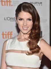 Anna Kendrick was all dolled up with a glamorous side sweep during the premiere of 'The Last Five Years.'