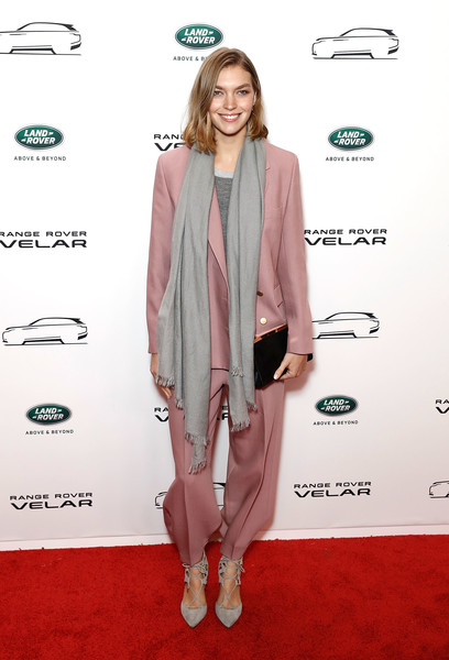 Arizona Muse paired her suit with gray lace-up pumps.