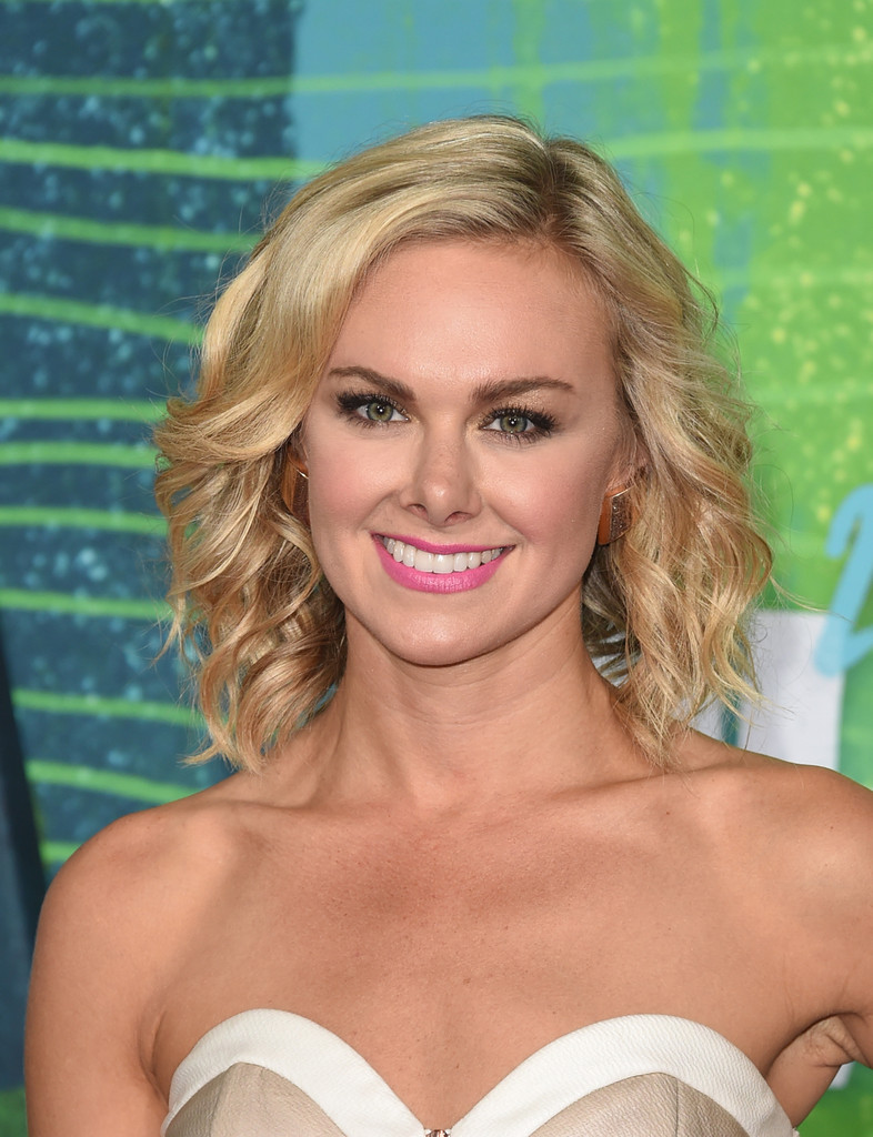 Laura Bell Bundy Medium Wavy Cut Shoulder Length