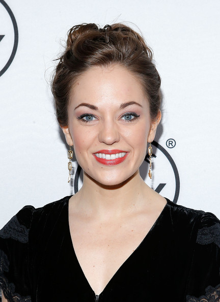 Laura Osnes Bobby Pinned updo