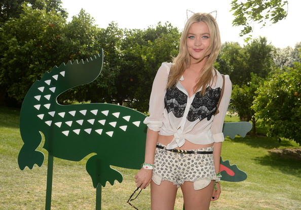 Laura Whitmore Headband [day 1,clothing,pattern,shorts,polka dot,design,summer,grass,tree,t-shirt,photography,laura whitmore,thermal,california,lacoste beautiful desert pool party]