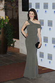British beauty Rachel Weisz looked killer in her green taupe dress, which she paired with a black satin clutch.