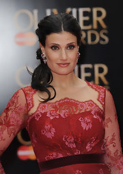Idina chose a wavy ponytail for her elegant red carpet look.