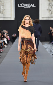 Doutzen Kroes was casual and edgy in a two-tone T-shirt by Balmain at the Le Defile L'Oreal Paris runway show.