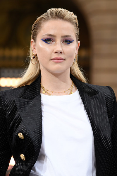 Amber Heard looked ultra modern with her two-tone cat eyes at the Le Défilé L'Oréal Paris runway show.