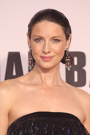 Caitriona Balfe went for a glamorous finish with a pair of gemstone chandelier earrings by Ara Vartanian.