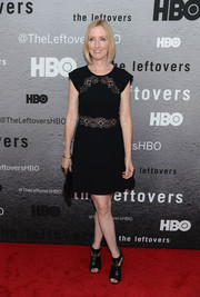 Janel Moloney walked the red carpet wearing a cute lace-accented LBD during the premiere of 'The Leftovers.'