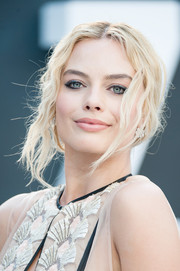 Margot Robbie rocked messy hair so glamorously at the European premiere of 'The Legend of Tarzan'!