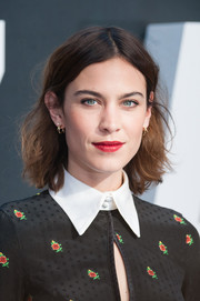Alexa Chung lit up her beauty look with bright red lipstick.