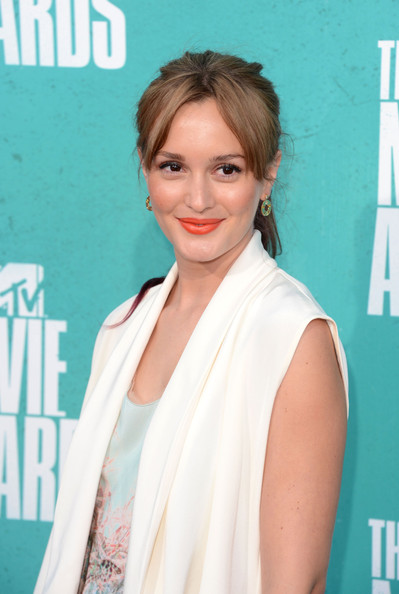 Leighton Meester Gold Dangle Earrings [hair,face,hairstyle,lip,shoulder,skin,beauty,eyebrow,blond,premiere,arrivals,leighton meester,mtv movie awards,gibson amphitheatre,universal city,california,2012 mtv movie awards]