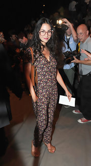 Sila Sahin looked laid-back but chic in a printed jumpsuit.