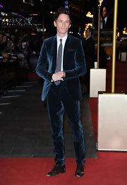 Eddie Redmayne's velvety blue suit was a chic and modern version of a red carpet classic.