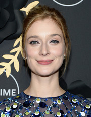 Caitlin Fitzgerald sported a casual, messy updo during Lifetime's Anti-Valentine's Bash.