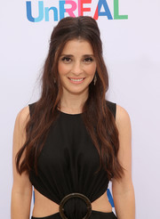 Shiri Appleby looked divine wearing this ultra-long half-up style at the 'UnREAL' group date and champagne brunch.