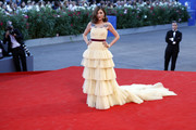Eleonora Carisi worked an ultra-feminine vibe at the Venice Film Fest premiere of 'The Light Between Oceans' in a strapless yellow Alberta Ferretti gown with a tiered skirt and a long train.