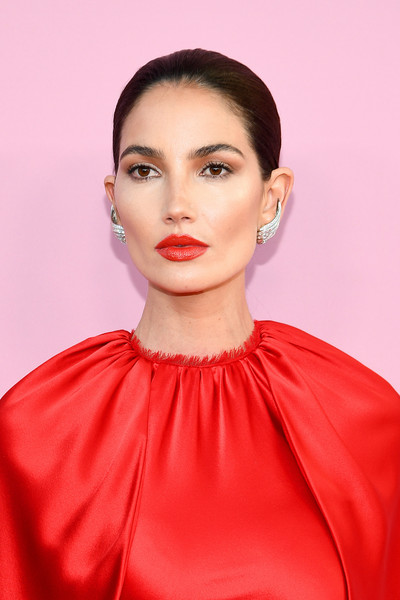 Lily Aldridge Ponytail [hair,lip,face,red,hairstyle,fashion model,eyebrow,pink,beauty,fashion,arrivals,lily aldridge,cfda fashion awards,brooklyn museum of art,new york city]