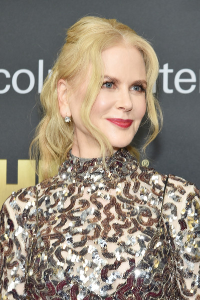 Nicole Kidman looked romantic with her loose ponytail at the American Songbook Gala.
