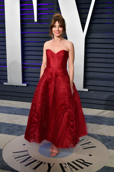Linda Cardellini Strapless Dress [oscar party,vanity fair,dress,clothing,gown,fashion model,shoulder,strapless dress,red,fashion,haute couture,formal wear,beverly hills,california,wallis annenberg center for the performing arts,radhika jones - arrivals,radhika jones,linda cardellini]