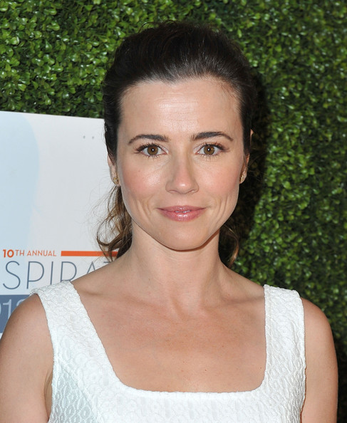 Linda Cardellini Pink Lipstick [linda cardellini,hair,face,eyebrow,hairstyle,chin,beauty,lip,shoulder,brown hair,neck,step up womens network 10th annual inspiration awards,step up womens network 10th annual inspiration awards,beverly hills,california,the beverly hilton hotel]