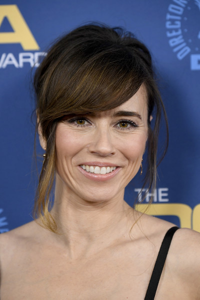 Linda Cardellini Messy Updo [hair,face,hairstyle,eyebrow,chin,beauty,forehead,blond,smile,brown hair,arrivals,linda cardellini,directors guild of america awards,hollywood highland center,the ray dolby ballroom,california]