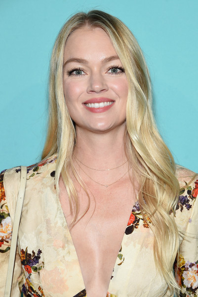 Lindsay Ellingson Long Wavy Cut