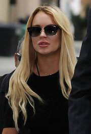 Lindsay made her way into the hearing sporting a pair of classic wayfarer shades.