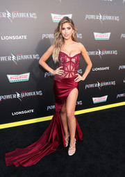 Kara Del Toro paired her sexy-glam gown with a pair of strappy white heels.